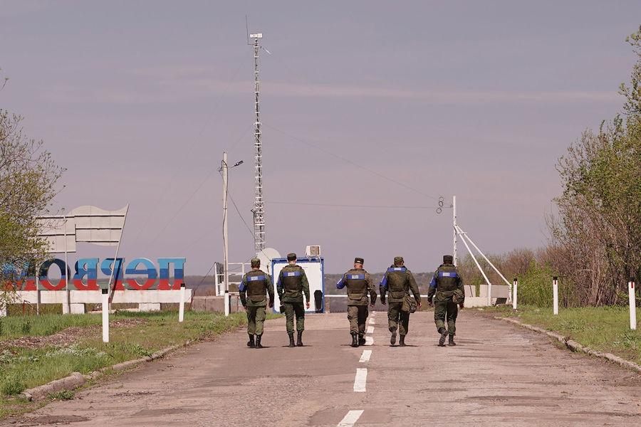 Врайоне контрольного пункта въезда-выезда (КПВВ) упоселка «Золотое» Луганской Народной Республики, 2021год