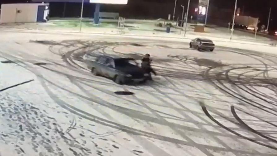 Дрифтер сбил девушку на парковке торгового центра