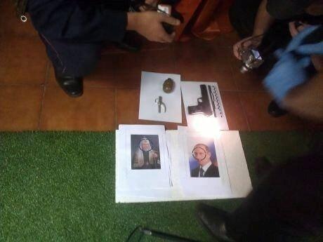Обнаруженные в офисе FEMEN пистолет, граната и портреты Путина и патриарха Кирилла