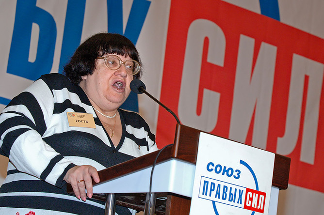 Гость Валерия Новодворская выступила с приветственной речью на съезде СПС, 2006 год