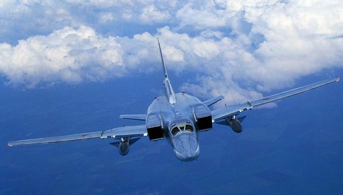 Опубликовано видео полета сверхзвуковых бомбардировщиков Ту-22М3 над Черным морем