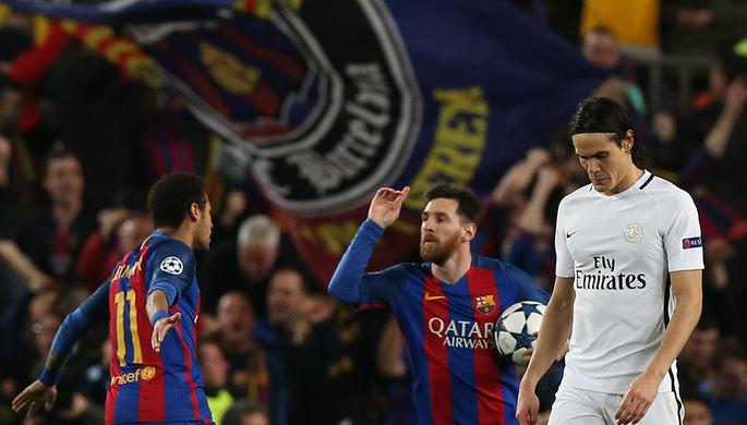 Неймар и Месси празднуют третий гол в ворота «ПСЖ»