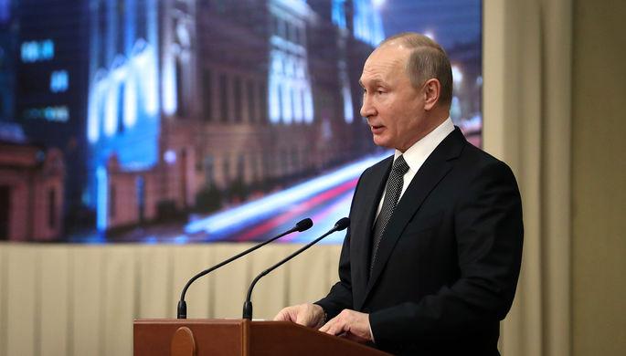 Президент России Владимир Путин во время собрания в честь 95-летия со дня образования Верховного...