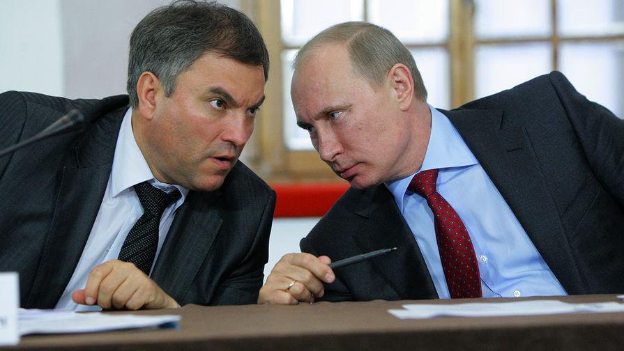 Глава правительства России Владимир Путин и глава аппарата правительства России Вячеслав Володин, 2011 год