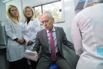 Геннадий Онищенко сдает тест на ВИЧ