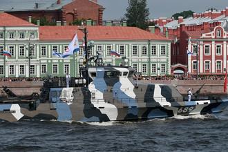 Противодиверсионный катер «Нахимовец» (проект «Грачонок») во время главного военно-морского парада в честь Дня Военно-Морского Флота России в Санкт-Петербурге, 30 июля 2017 года