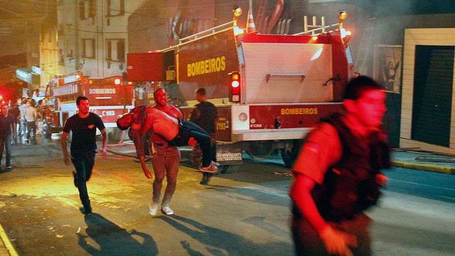 Последствия пожара в ночном клубе «Кисс» в бразильском городе Санта-Мария, 2013 год
