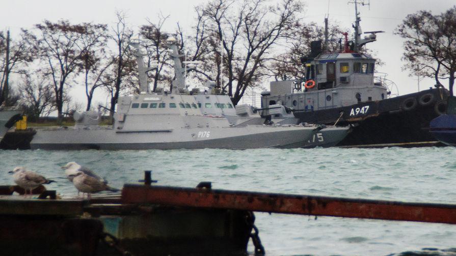 Задержанные в Керченском проливе украинские корабли в порту Керчи, 28 ноября 2018 года