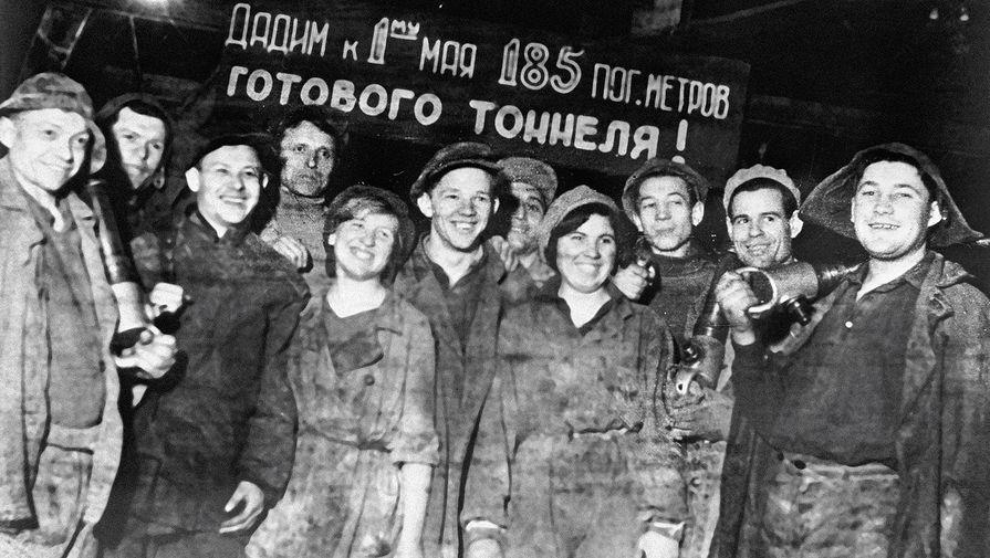 Члены комсомольской бригады Николая Краевского Московского метростроя. Одна из первых проходческих бригад, 1936 год