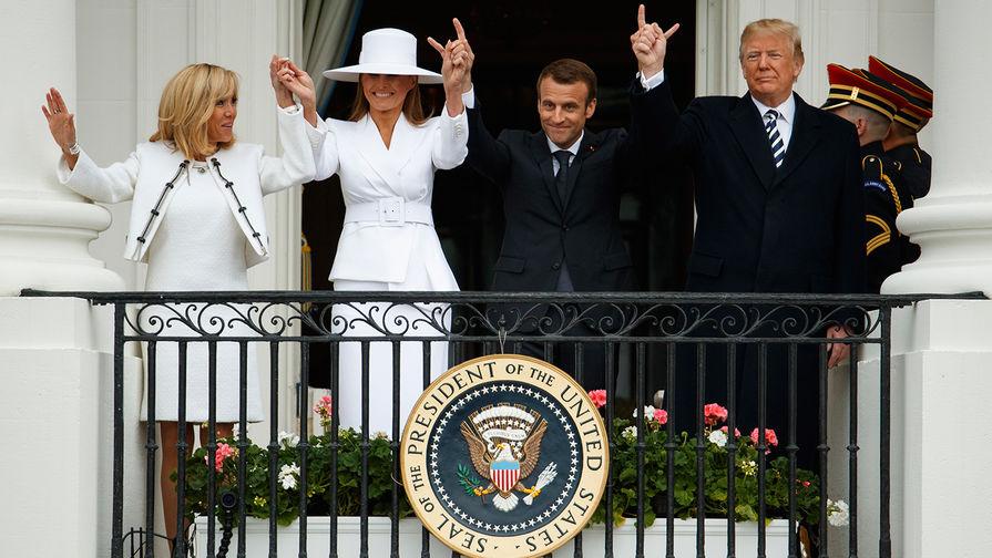 Первые леди Франции и США Брижит Макрон и Меланья Трамп, и их супруги Эммануэль Макрон и Дональд...