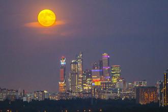 Лунное затмение над Москва-Сити, 27 июля 2018 года