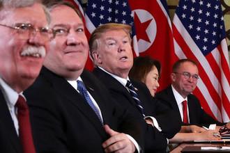 Президент США Дональд Трамп, госсекретарь Майк Помпео и советник президента по национальной безопасности Джон Болтон во время саммита США-КНДР во вьетнамском Ханое, 28 февраля 2019 года