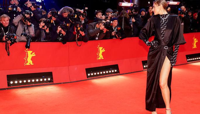 Модель Стефани Гизингер на красной дорожке Берлинского кинофестиваля, 20 февраля 2020 года