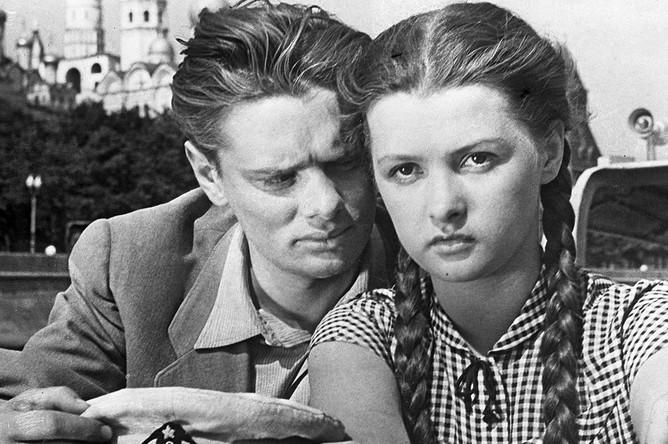 Владимир Андреев и Ольга Бган в фильме «Человек родился» (1956)