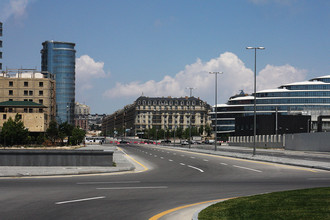 Центральные улицы Баку начали перекрывать примерно за десять дней до гонки для строительства трассы
