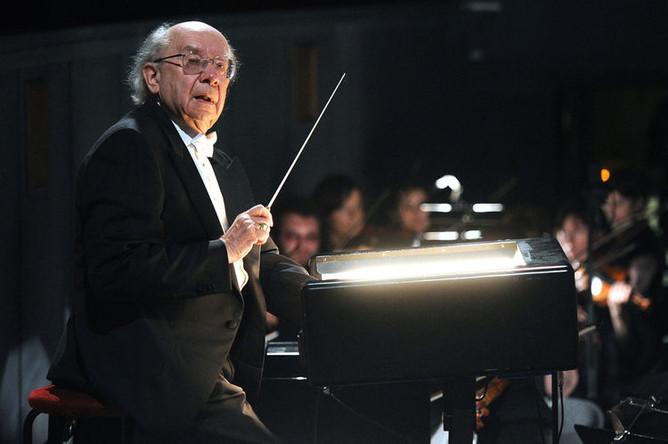 Дирижер Геннадий Рождественский во время концерта, посвященного празднованию 80-летнего юбилея в Большом театре, 2011 год