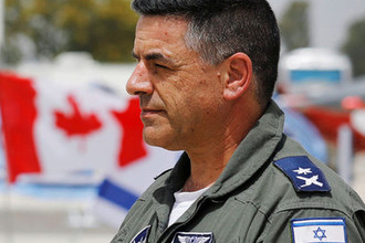 Главком ВВС Израиля Амикам Норкин на авиабазе Тель-Ноф, май 2018 года