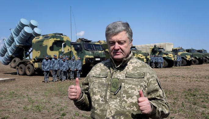 Президент Украины Петр Порошенко во время посещения полигона под Одессой, апрель 2019 года