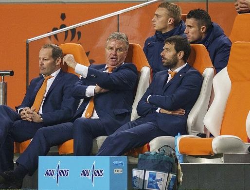 Тренерский штаб сборной Голландии во главе с Гусом Хиддинком