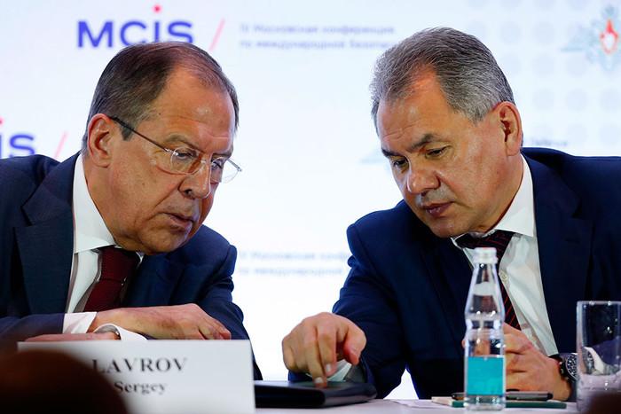 Сергей Лавров и Сергей Шойгу на пленарном заседании в рамках IV Московской конференции по международной безопасности