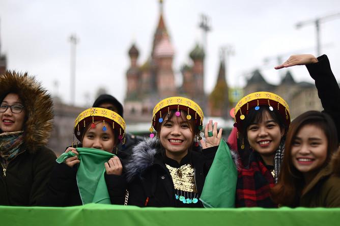 Участники международного парада-карнавала студенчества в рамках XIX Всемирного фестиваля молодежи и студентов