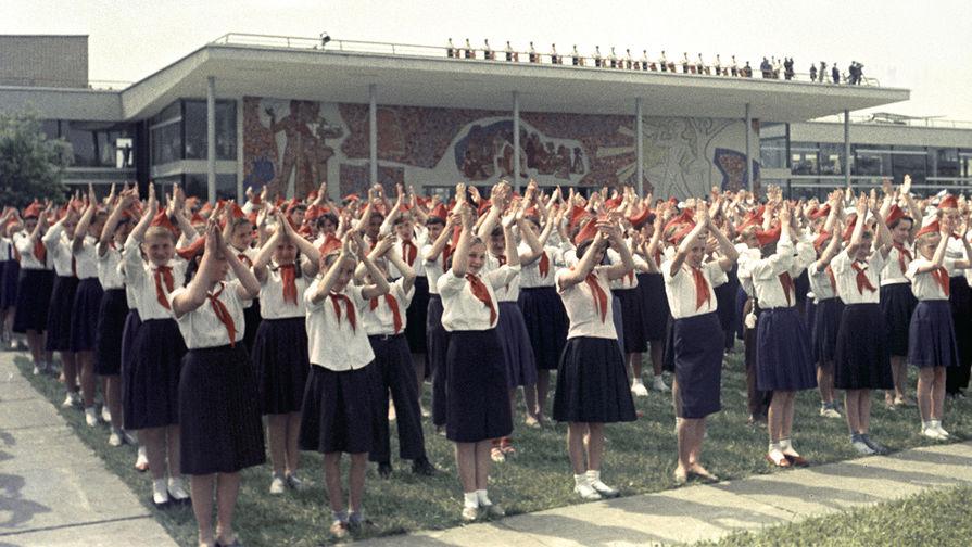 Церемония открытия комплекса Московского городского Дворца пионеров и школьников на Ленинских горах...