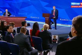 Корреспондент «Газеты.Ru» Рустем Фаляхов во время ежегодной большой пресс-конференции президента России Владимира Путина в Москве, 20 декабря 2018 года
