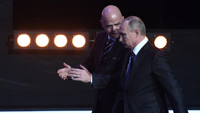 Президент FIFA Джанни Инфантино и президент России Владимир Путин во время жеребьевки ЧМ-2018 по...