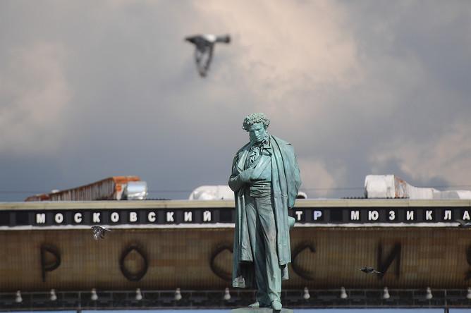 Памятник А.С. Пушкину на Пушкинской площади в Москве после реставрации, 7 сентября 2017 года
