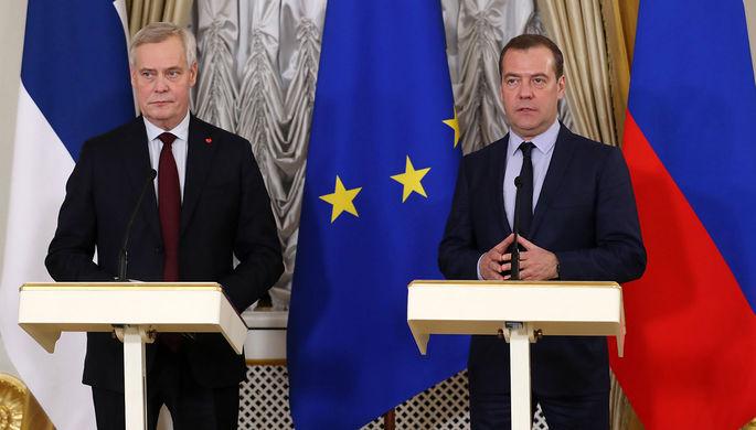Председатель правительства РФ Дмитрий Медведев и премьер-министр Финляндии Антти Ринне (слева)