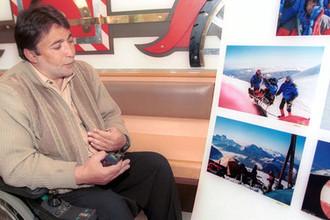 Спортсмен-инвалид, тележурналист из Новосибирска Яков Лондон с помощью альпинистов Клуба «Приключение» Дмитрия Шпаро покорил 21 сентября Западную вершину Эльбруса — 5642 метра