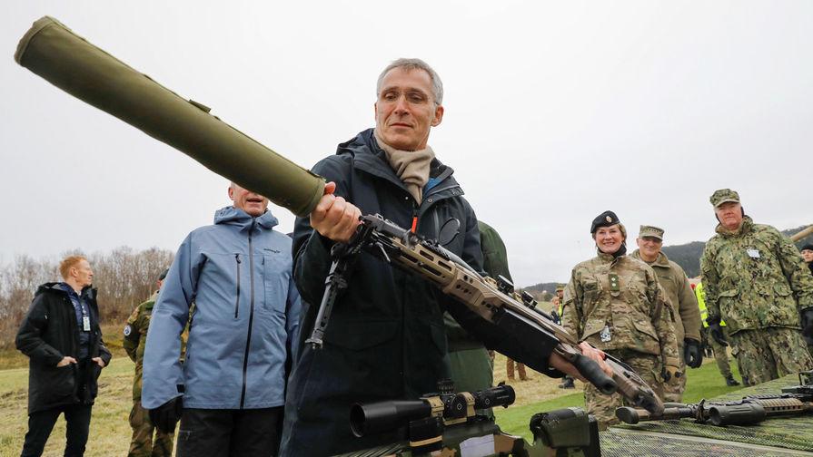 Генсек НАТО Йенс Столтенберг во время учений Trident Juncture в норвежском Трондхейме, октябрь 2018 года