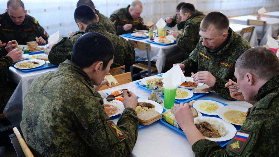 Нет даже тушенки: чем кормят в российской армии