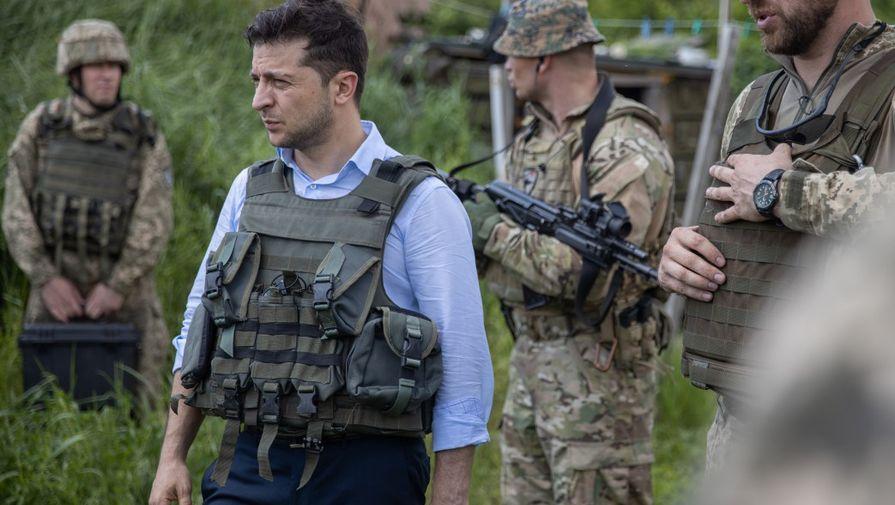 Зеленский попрыгал на кроватях и проверил санузлы в Донбассе
