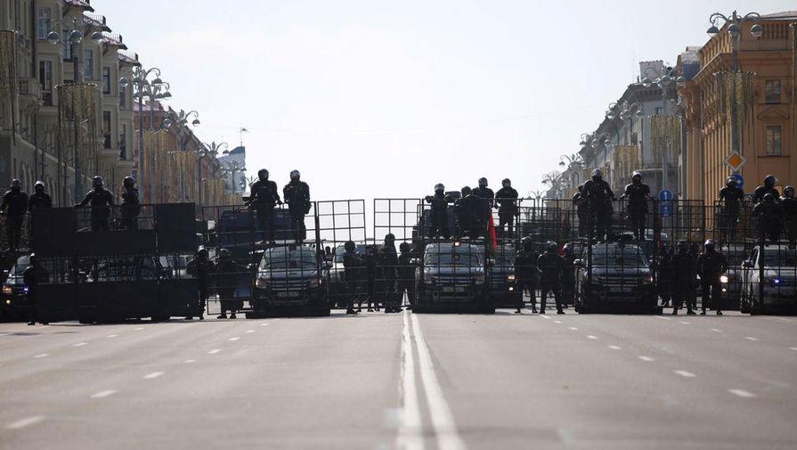 Силовики во время акции протеста в Минске, 30 августа 2020 года