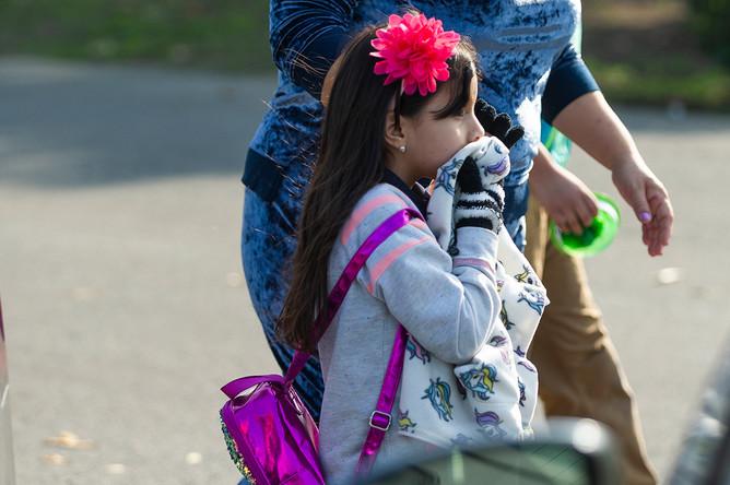 Эвакуация детей из школы, над территорий которой был осуществлен сброс авиационного топлива