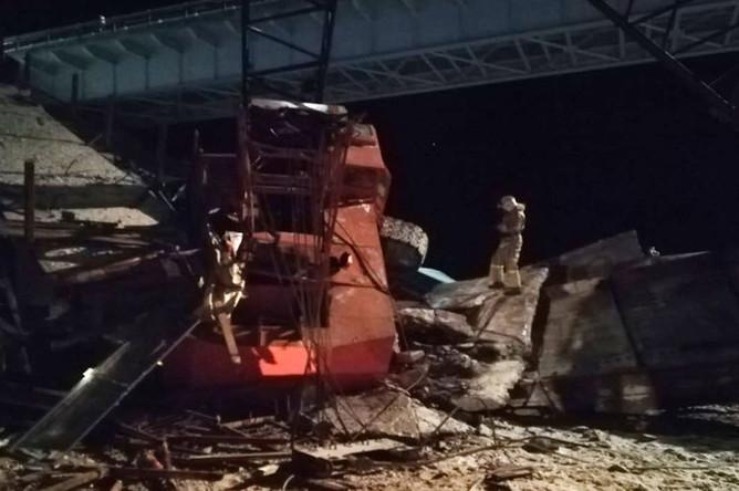 На месте обрушения моста в Нефтеюганском районе Ханты-Мансийского автономного округа, 5 ноября 2018 года