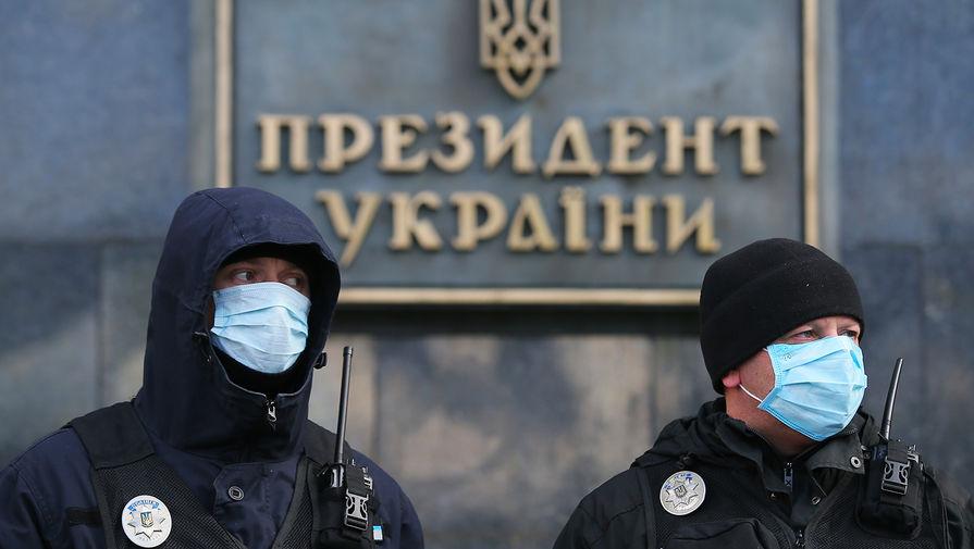 Сотрудники украинской полиции в Киеве, март 2020 года