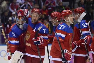 Илья Ковальчук в окружении партнеров