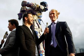 Режиссер Майкл Бэй во время премьеры фильма «Трансформеры: Эпоха истребления» в Гонконге