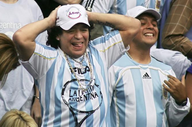Диего Марадона во время матча Кубка Дэвиса между Россией и Аргентиной. Декабрь 2006 года
