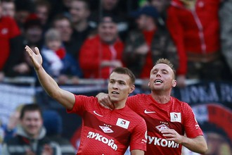 Сергей Паршивлюк празднует забитый мяч