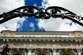 Рублю не помогут: Банк России не тронет ставку