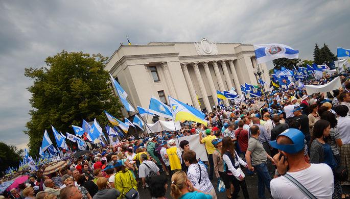 Участники всеукраинского марша протеста «Европейским ценам — европейскую зарплату» против повышения цен на газ и роста коммунальных тарифов в Киеве