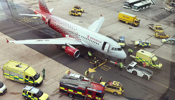 В аэропорту Лондона российский самолет наехал на ногу сотруднику наземной службы