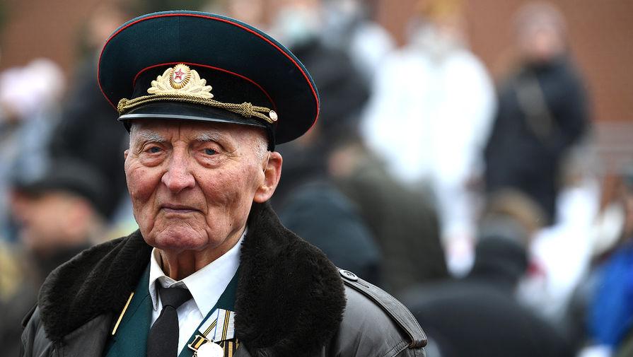 Ветеран на Красной площади перед началом военного парада в честь 76-й годовщины Победы в Великой Отечественной войне в Москве, 9 мая 2021 года
