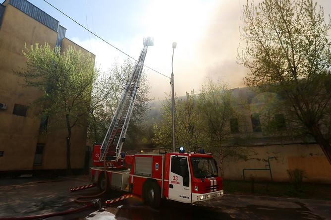 Во время ликвидации пожара в здании в Лубянском проезде.