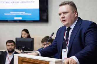 Журналист Алексей Чадаев во время презентации своей книги «Путин. Наши ценности» в рамках форума СМИ Северного Кавказа в Ингушетии, декабрь 2017 года