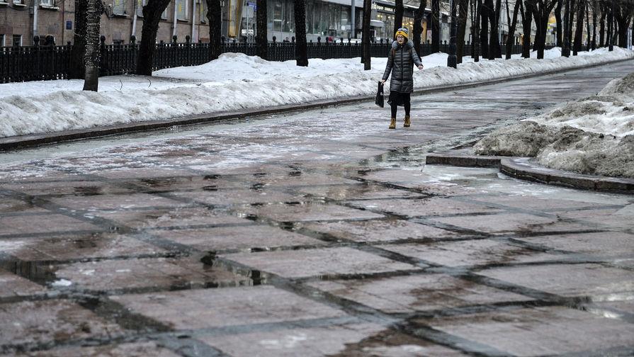 Москвичей предупредили о снеге и сильной гололедице