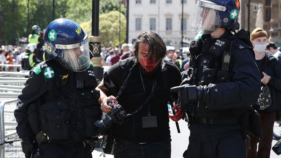 Во время акции против произвола полиции в Лондоне, 13 июня 2020 года